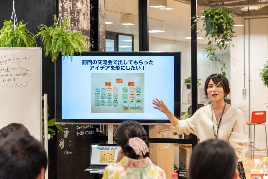 大阪府枚方市のコワーキングスペースビィーゴの貸出50インチディスプレイ