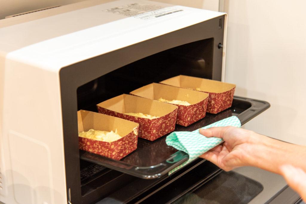 容器に入れてオーブンへ